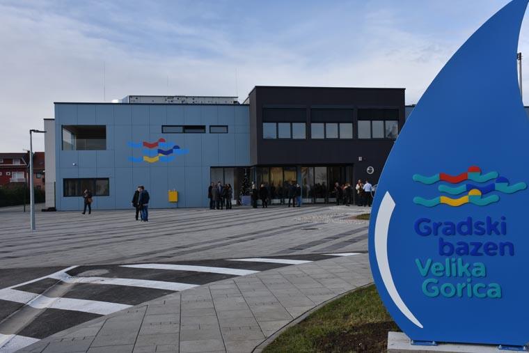 Grad Velika Gorica Otvoren Gradski Bazen Kupanje Besplatno Do